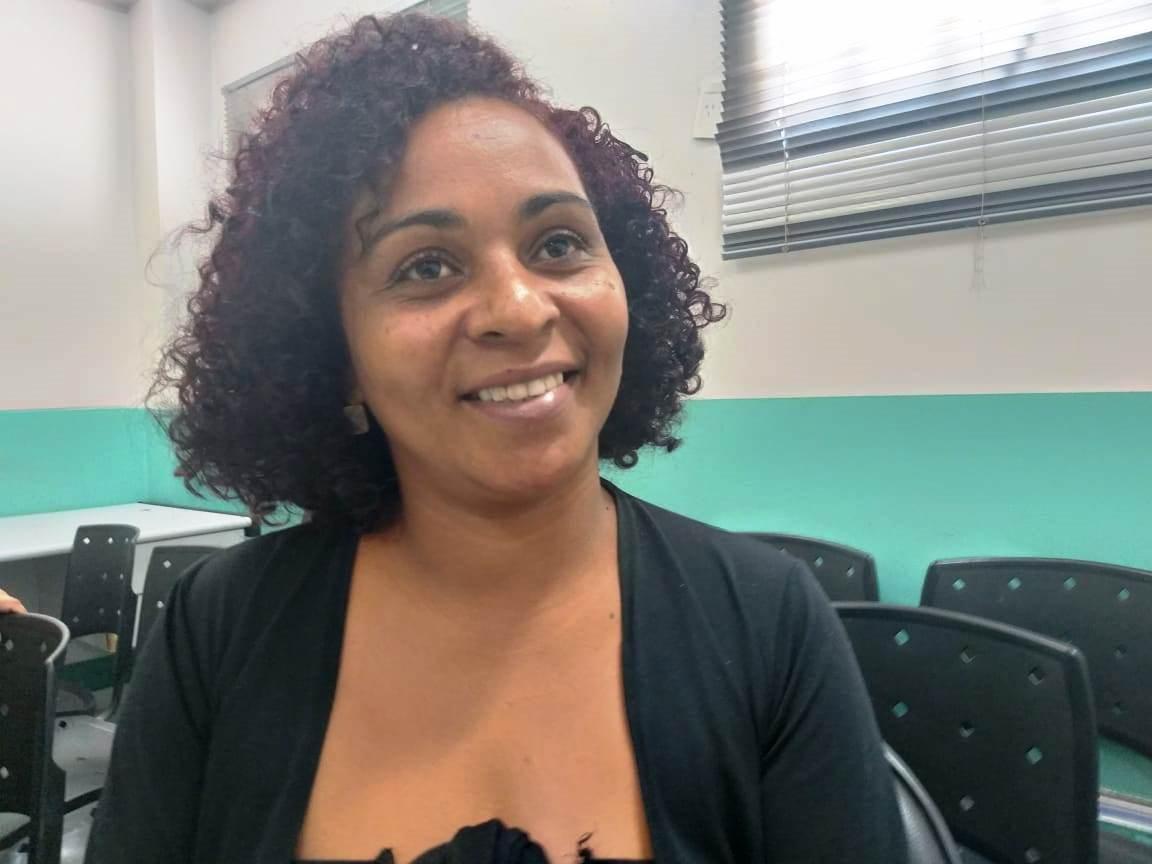Paula Regina Alberto, mãe de dois adolescentes, aproveitou a oportunidade para tirar dúvidas sobre o HPV - Foto Sandra Carvalho