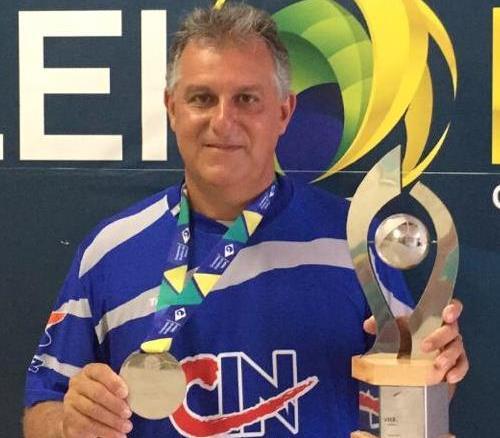 Professor Márcio Sobhie, técnico da seleção feminina de vôlei sub-18