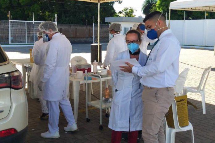 Serviço de vacinação drive thru na Clínica Vida em VG - Foto Sandra Carvalho