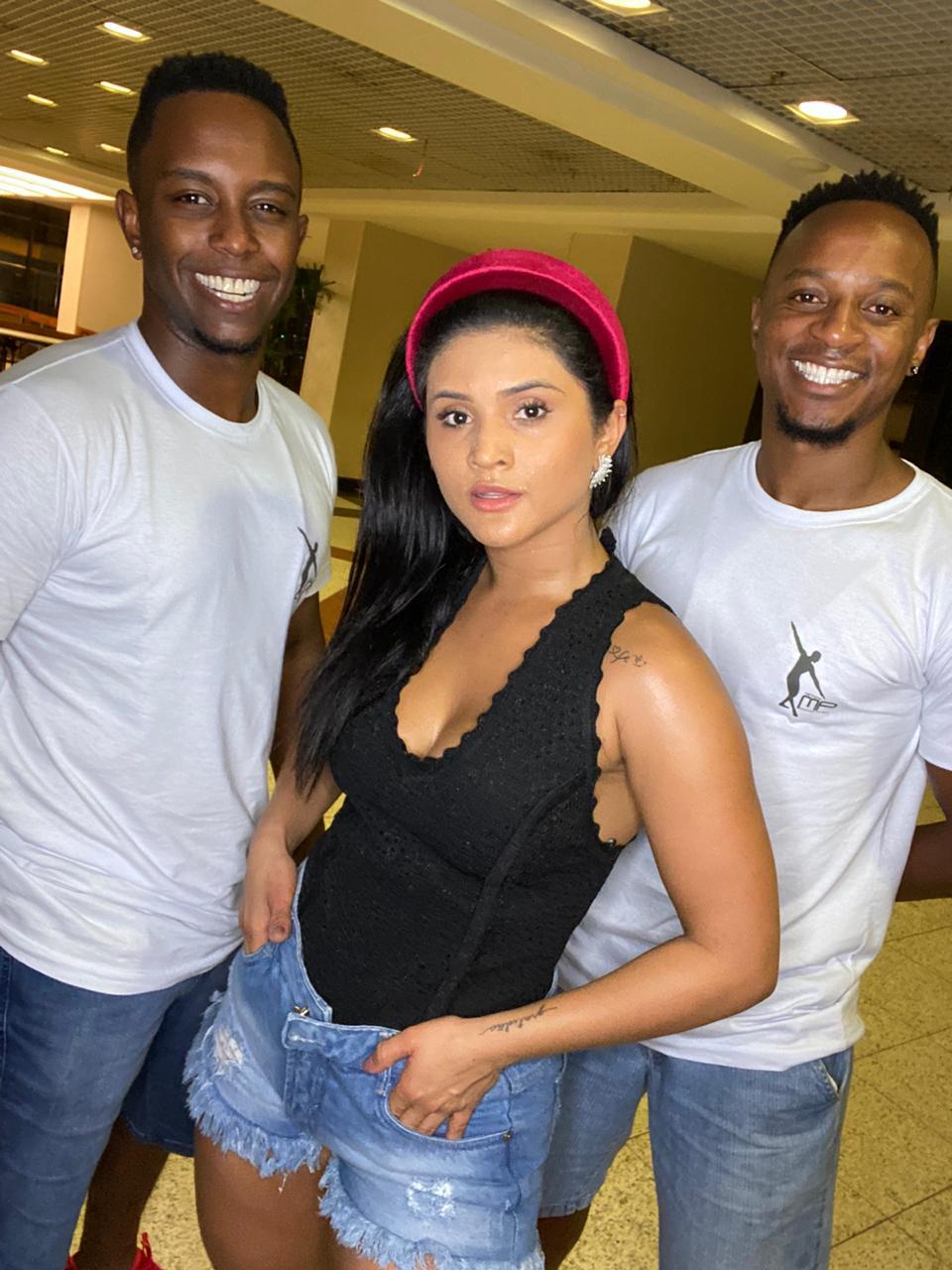 Mileide Mihaile fazendo aulas com Marcus e Victor